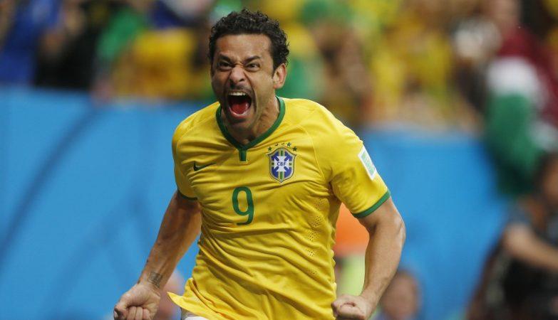 Fred comemora o 4º golo do Brasil contra os Camarões