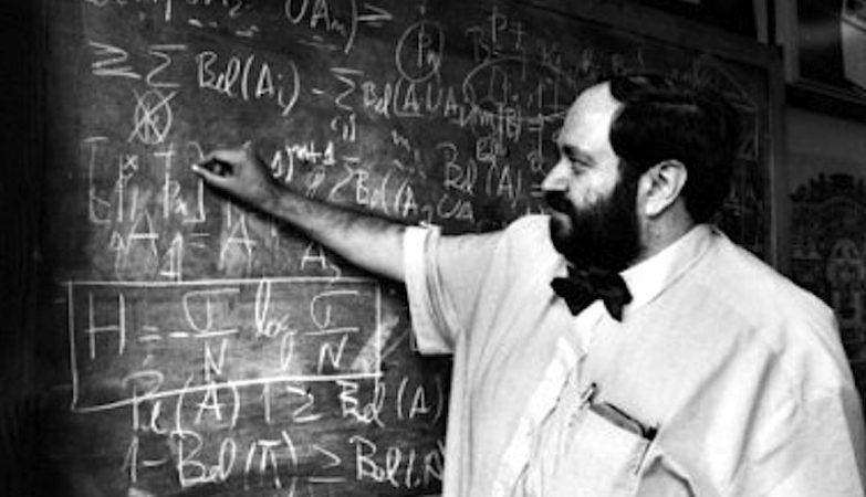 O físico Carvalho Rodrigues, pai do POSAT, o satélite português