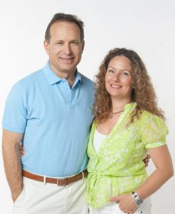 Pedro Ruiz e Constance Morrissey Ruiz, os fundadores da cadeia de ginásios feminina Vivafit.