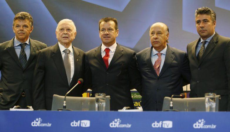 O presidente da CBF, José Maria Marin, e o vice-presidente Marco Polo del Nero apresentaram o novo técnico da Seleção Brasileira, Dunga, em coletiva de imprensa na sede da entidade.