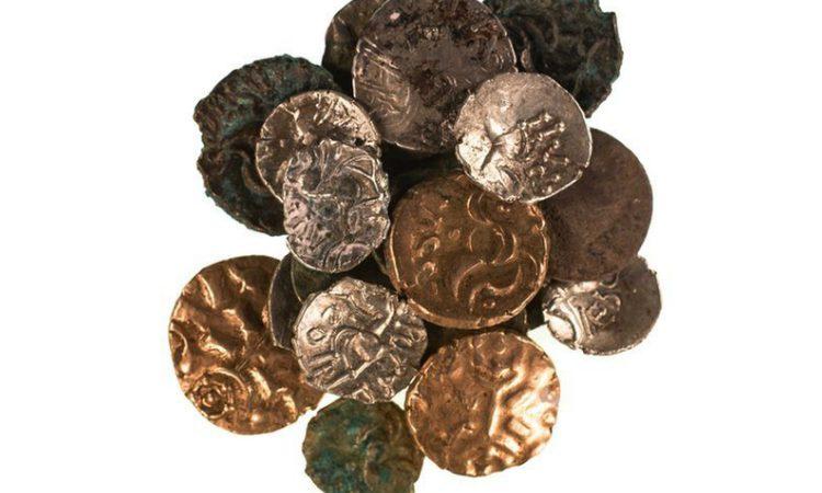 As moedas do período romano e do final da Idade do Ferro encontradas numa caverna