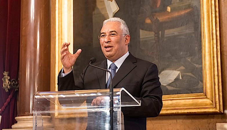 António Costa intervém no congresso do Livre em representação do PS