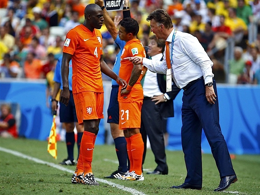 O holandês Bruno Martins Indi com Louis Van Gaal durante o Mundial 2014 no Brasil