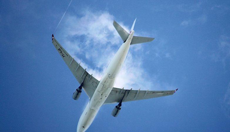 Resultado de imagem para avião a despenhar-se