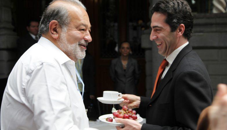 O 2º homem mais rico do mundo, o mexicano Carlos Slim (esq)