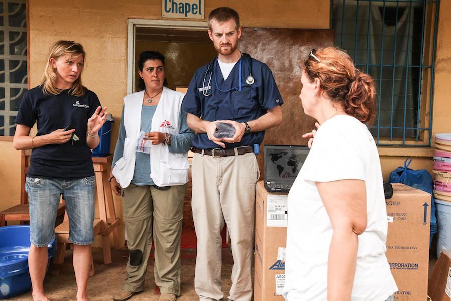 Kent brantly, médico da Samaritan's Purse, infectado com Ébola quando o combatia