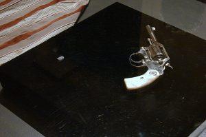 O revólver de cabo de madrepérola e a bala que mataram Getúlio Vargas