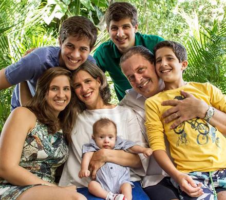 Eduardo Campos e a esposa Renata, ao lado dos cinco filhos: Eduarda, João, Pedro, José e o bebé Miguel