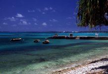 Praia e atol da ilha do Pacífico Tuvalu