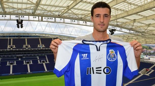 O defesa central espanhol Iván Marcano assinou contrato com o FC Porto por quatro épocas