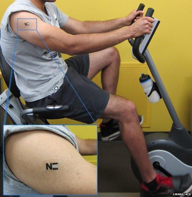 A bio-bateria em forma de tatuagem é alimentada pelo lactato - naturalmente presente após uma vigorosa sessão de exercício físico