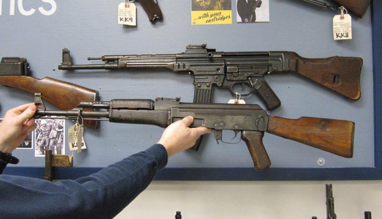 A icónica AK-47 (Avtomat Kalashnikova – 47)