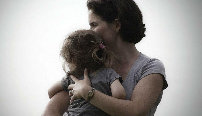 Factores como a poligamia masculina contribuíram para que o número de mães existentes seja superior ao de pais
