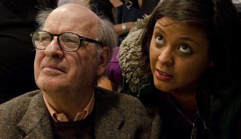"""A ministra da Cultura da Argentina, Teresa Parodi, com Joaquín Salvador Lavado, """"Quino"""", numa homenagem aos 50 anos de Mafalda"""