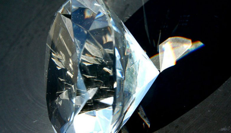Compraram diamante por 11 euros sem saber. Agora vale 400 mil