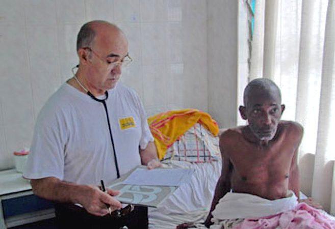 Manuel Garcia Viejo, director médico do Hospital San Juan de Dios de Lunsar, Serra Leoa