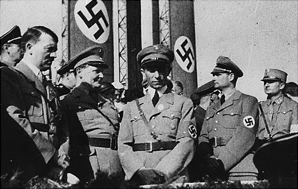Os arquitectos da purga nazi: Hitler, Göring, Goebbels, e Hess. Faltam Himmler e Heydrich.