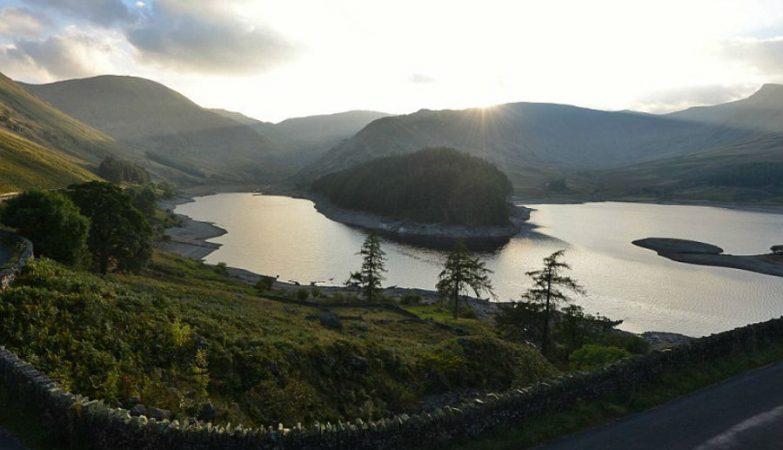 Com o mais quente mês de Setembro, desde 1960, a pequena aldeia do condado de Cumbria está a surgir das águas do reservatório de Haweswater, que serve a área da Grande Manchester
