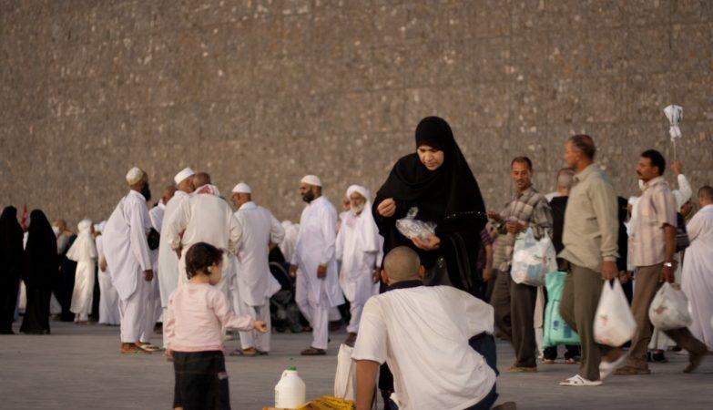 Apedrejamento do Diabo em Mina, durante a Hajj (peregrinação a Meca)