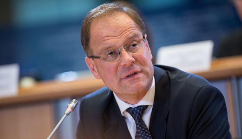 Tibor Navracsics durante o seu exame para vice-presidente da Comissão Europeia.