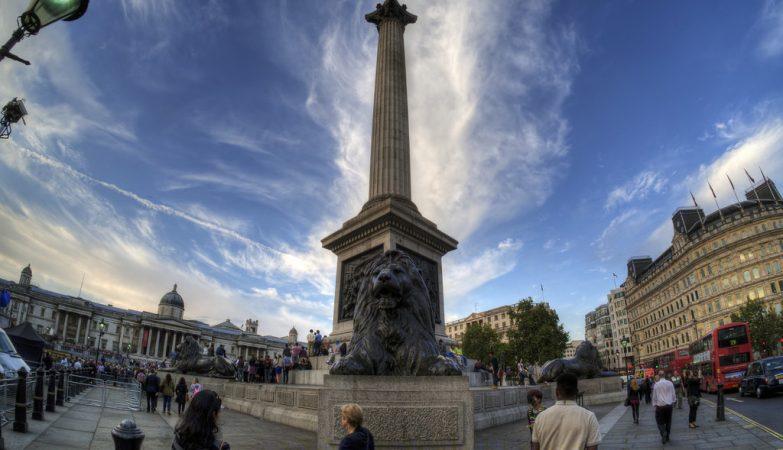 Coluna de Nelson, no centro da Trafalgar Square, em Londres