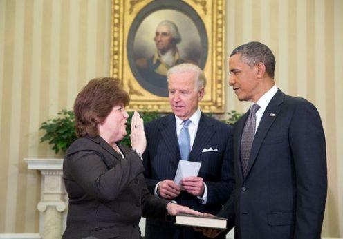 Julia Pierson presta juramento como primeira mulher a dirigir os Serviços Secretos norte-americanos