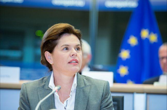 Alenka Bratusek durante o seu exame para vice-presidente da Comissão Europeia.