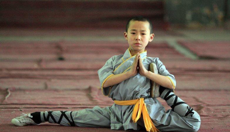 Jovem Shaolin aprendiz de Kung Fu