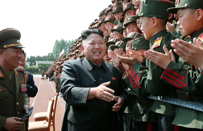 O líder da Coreia do Norte, Kim Jong-un, de visita à Escola Revolucionária de Mangyongdae
