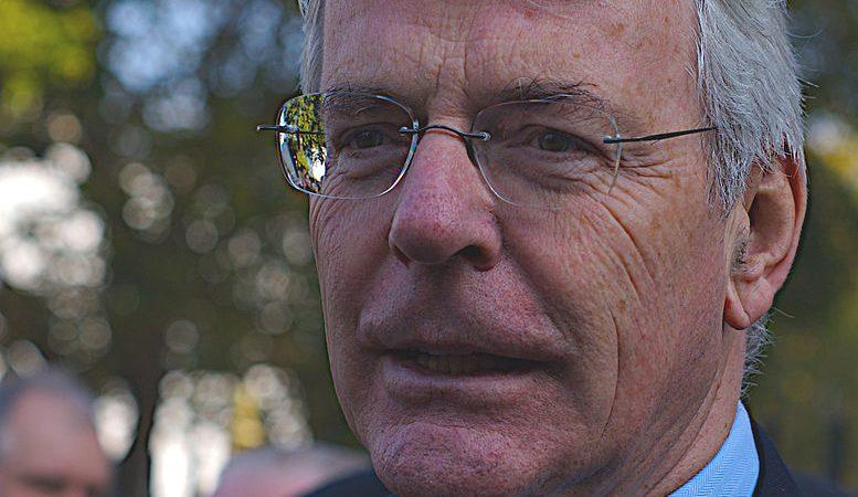 O ex-primeiro-ministro inglês John Major