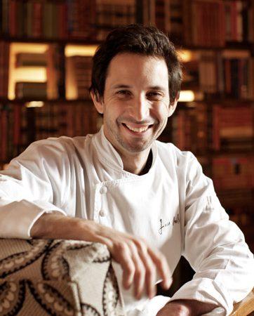Considerado como uma das grandes referências da cozinha em Portugal, José Avillez tornou-se o primeiro chefe de cozinha português a conquistar as duas estrelas Michelin (cozinha excelente, vale a pena o desvio)