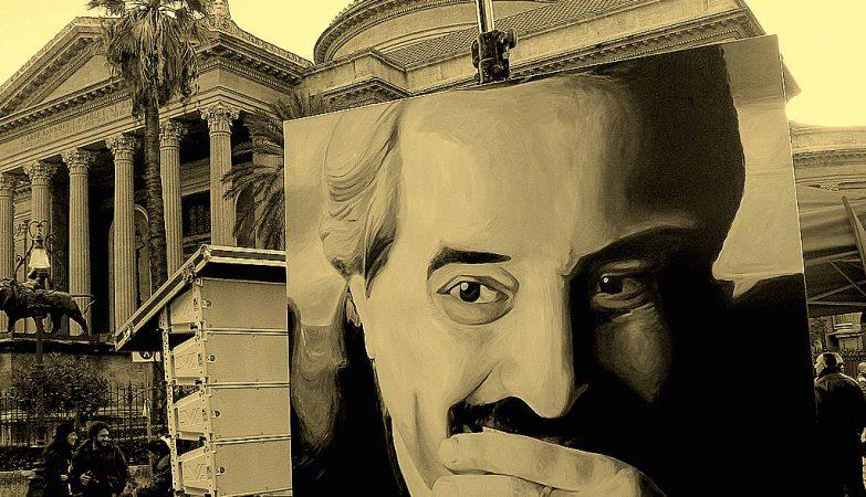 Pintura de Giovanni Falcone na praça em Palermo onde o juiz foi assassinado