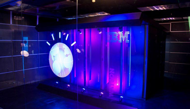 O super-computador Watson na sua sala refrigerada