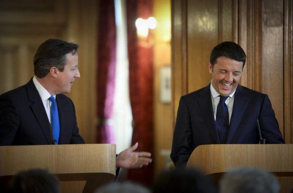 Os primeiros-ministros britânico e italiano, David Cameron e Mateo Renzi
