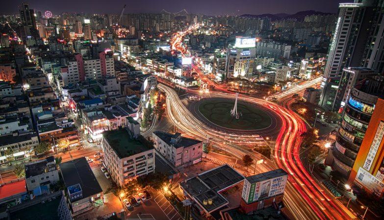 A iluminação da rotunda de Gonguptop, em Ulsan, tem estado desligada para poupar energia desde o encerramento de algumas centrais sul-coreanas