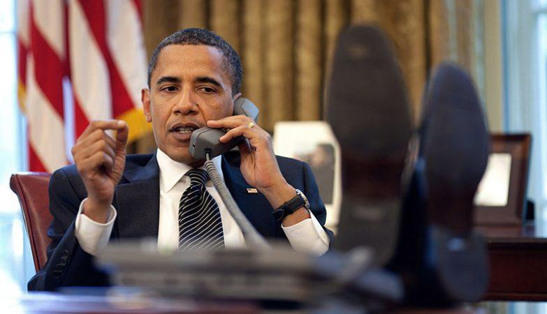 Presidente Barack Obama ao telefone na Casa Branca