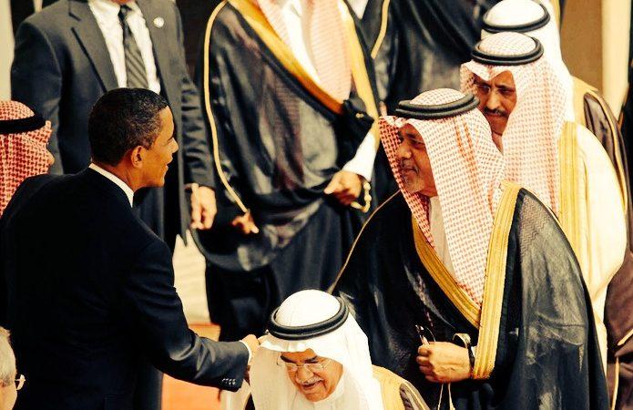 Barack Obama cumprimenta ministros sauditas em Riade, 2009.
