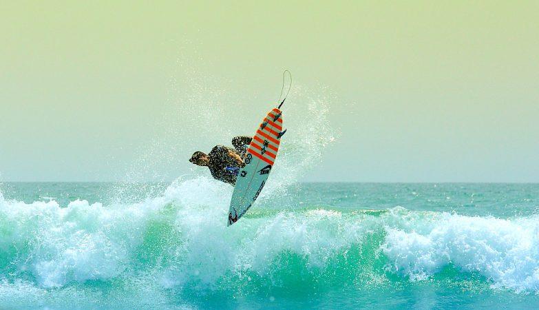 Aos 21 anos, o brasileiro Gabriel Medina é campeão mundial de surf, uma modalidade dominada por americanos e australianos