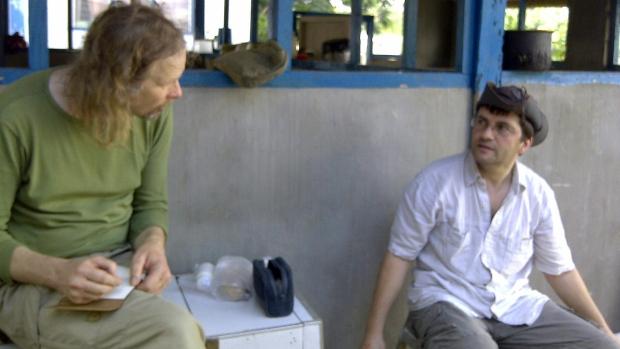 O holandês Ewold Horn, à esquerda, como suíço  Lorenzo Vinciguerra, mantidos reféns em local desconhecido nas Filipinas