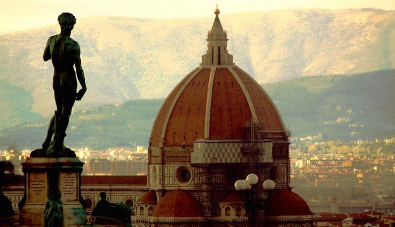 Réplica da estátua de David, de Miguel Angelo, na Piazza della Signoria, em Florença. A original está na  Accademia Gallery, e está em perigo.