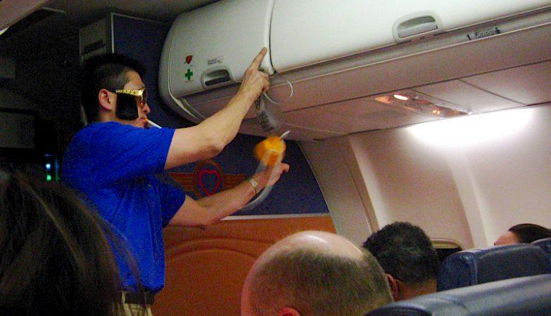 Resultado de imagem para china - fumar nos avioes