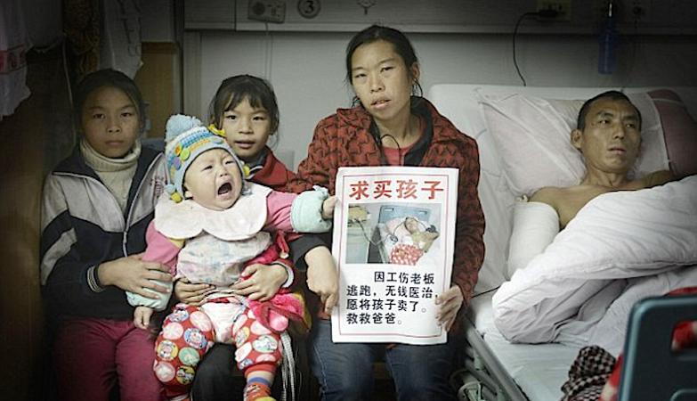 Ni Qiong com as 3 filhas e o marido, Zhou Guixing, depois da operação