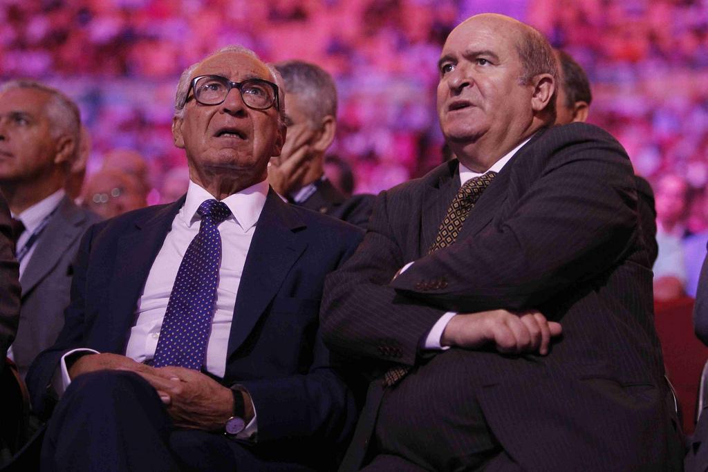 O Bastonário da Ordem dos Técnicos Oficias de Contas, Domingues de Azevedo (à direita), com o antigo presidente da Assembleia da República, Almeida Santos