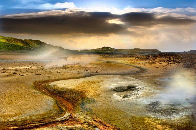 """A """"entrada para o inferno"""", na região geotérmica de Hverir, na Islândia"""
