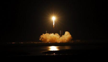 Lançamento de uma nave Dragon num foguetão Falcon da SpaceX