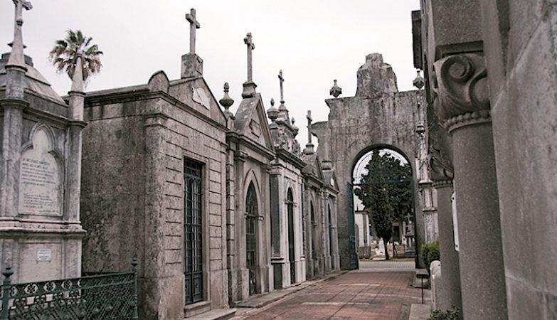 Jazigos no  Cemitério do Prado do Repouso, no Porto