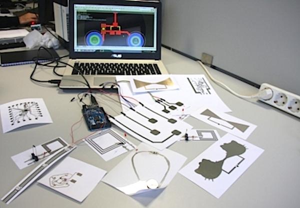 Exemplos de circuitos impressos com o método de Hugo Miranda