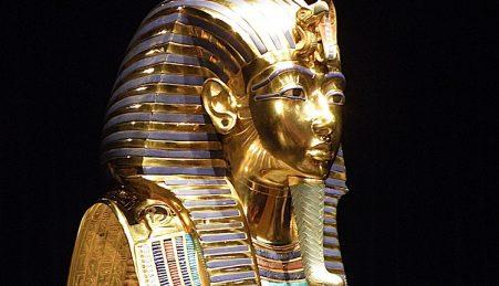 A famosa máscara de Tutankhamon