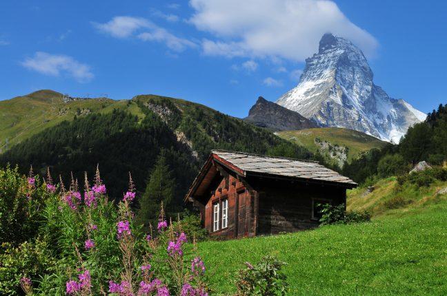 A Cabana Hörnli e o Matterhorn ao fundo, vistos de Zermatt. Até os corações se nos enchem de música!