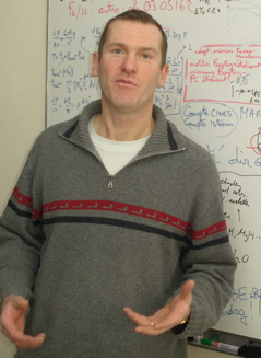 O professor de astrofísica Bertrand Plezm